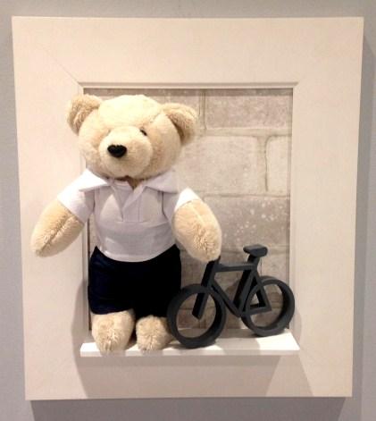 Quadro 43x39 Moldura Lisa Urso e Bicicleta